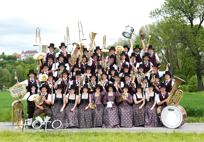 Vereinsgruppenfoto-Gruppenbuidl-Musikkapelle-Gruppenfoto