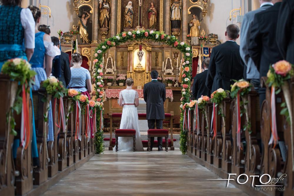 Hochzeitsfotos-kirchliche-Trauung_Fotografie-Ramona-Meisl